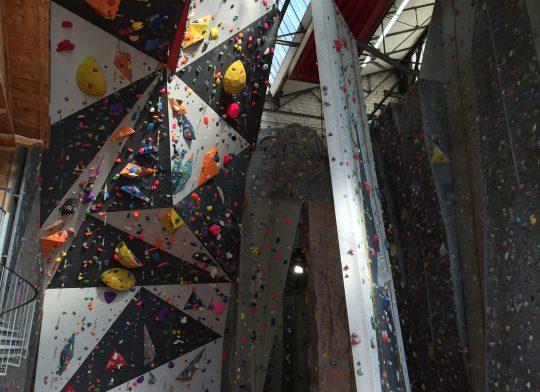 La référence de l'escalade indoor à Paris. Il s'agit de la première salle d'escalade à ouvrir ses portes en 1996 dans une ancienne usine désaffectée.