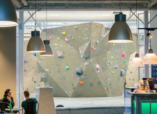 Née en 2015, c'est la salle d'escalade parisienne exclusivement dédiée aux blocs à proximité de la salle historique de Pantin.