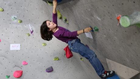Cours d'escalade pour les enfants en période de vacances scolaires.