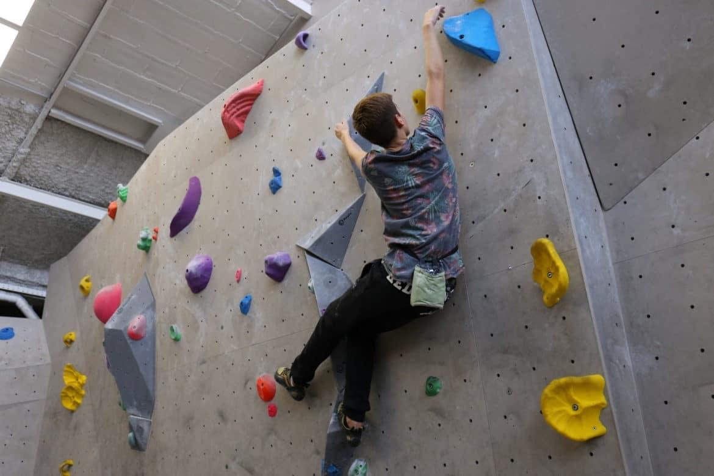 Une façon ludique et amusante d'apprendre l'escalade, vecteur de motricité, de concentration, de confiance en soi et envers l'autre.